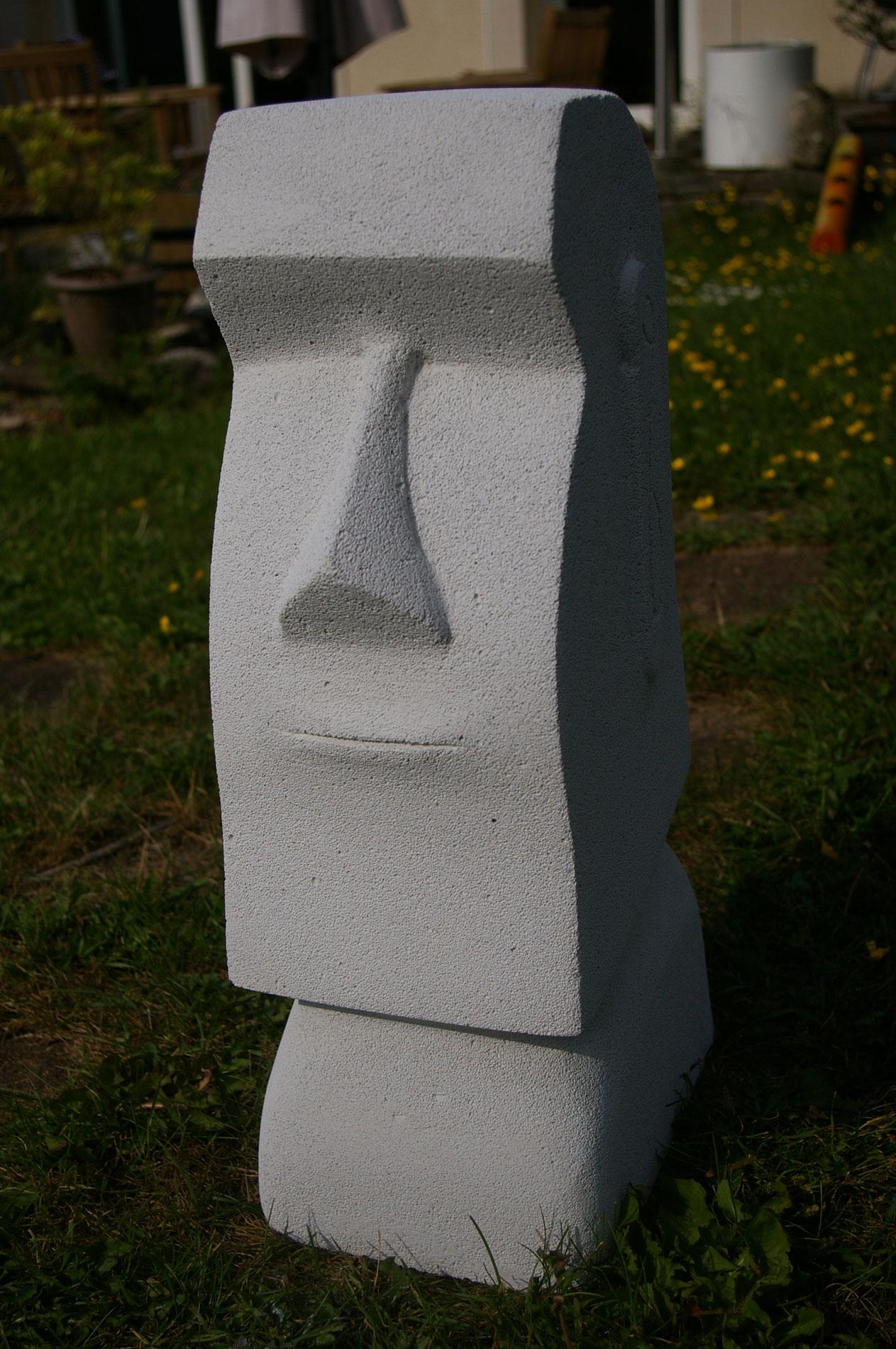 moa sculpture en b ton cellulaire dans mon jardin. Black Bedroom Furniture Sets. Home Design Ideas